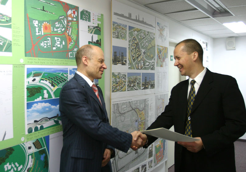 the belarus hi-tech park awarding certificates to companies
